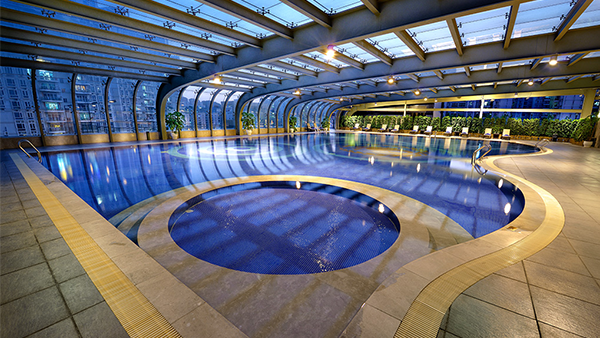 Panoramic and constant temperature swimming pool